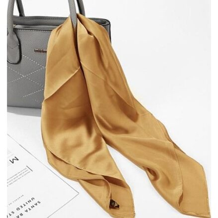 Goudkleurig vierkant sjaaltje