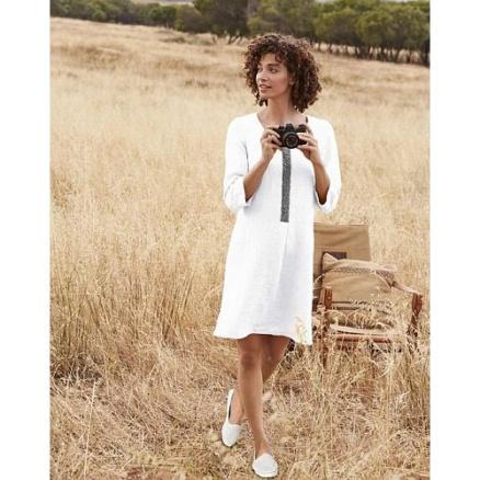 Wit linnen jurkje