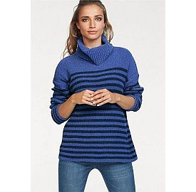 Blauw gekleurde truien met een warme col